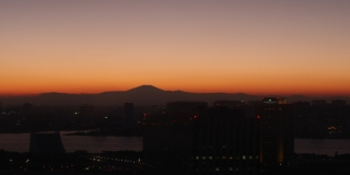 sunset behind mount fuji seen from odaiba tokyo